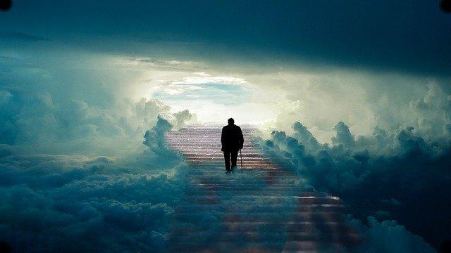 Vieil homme escalier vers le ciel