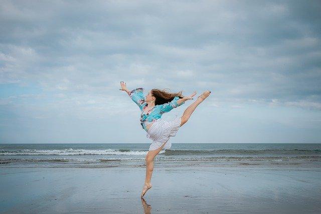 danseuse sur la plage. Ecouter son corps