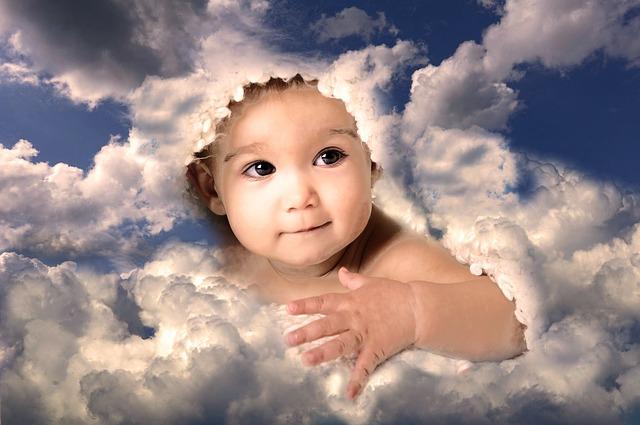 Bébé dans les nuages