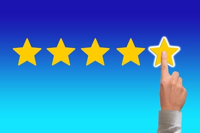 Image avec 5 étoiles et 1 doigt qui clique