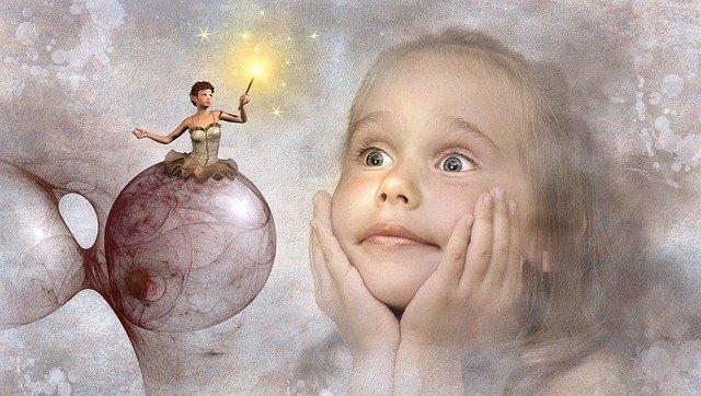 Enfant qui admire un Elfe